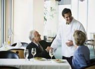 Kuvari bolje kuvaju kada mogu da vide goste