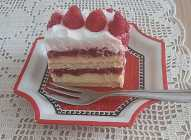 Torta s  keksom i malinama