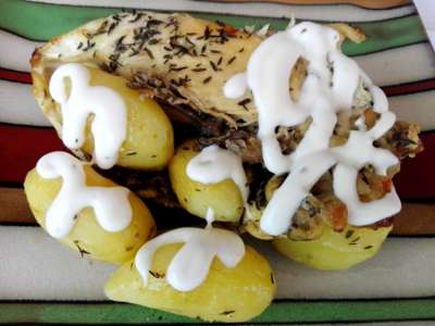 Aromatična piletina sa mladim krompirićima