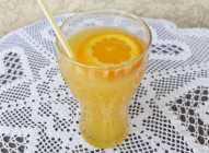 Ceđeni sok od pomorandže i limuna