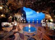 Romantični restoran u pećini sa pogledom na more