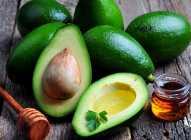 Avokado: idealan i za suvu i za masnu kožu