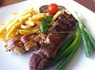 Svinjski i pileći  ražnjići - Restoran ALCUDIA