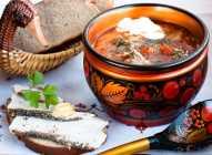 Ruska tradicionalna kuhinja - crni hleb uz sve